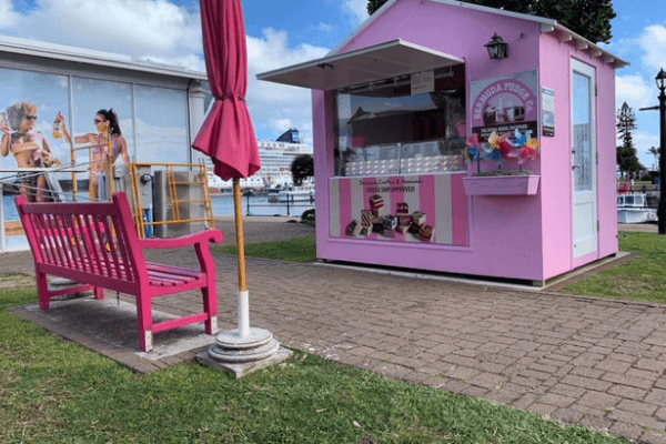 bermuda fudge company pin bench dockyard area