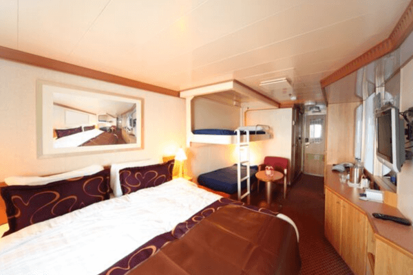 cruise ship cabin for 4 people