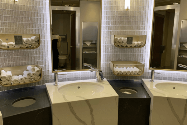 Cruise bathroom and hand towels